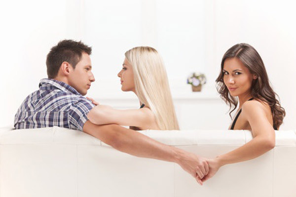 10 Classic Signs of a Cheater